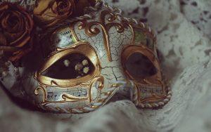 26-02-17-mask-carnival-roses-flowers17773