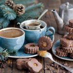 26-02-17-cookies-chocolate-dessert-coffee-cups-branch-spruce-pine-cones-winter16931