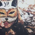 27-02-17-brunette-girl-mask-cat14219