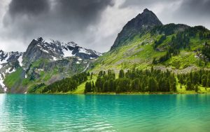 ---lake-in-mountains-10049