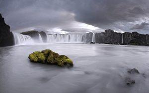 ---black-and-white-waterfall-13746